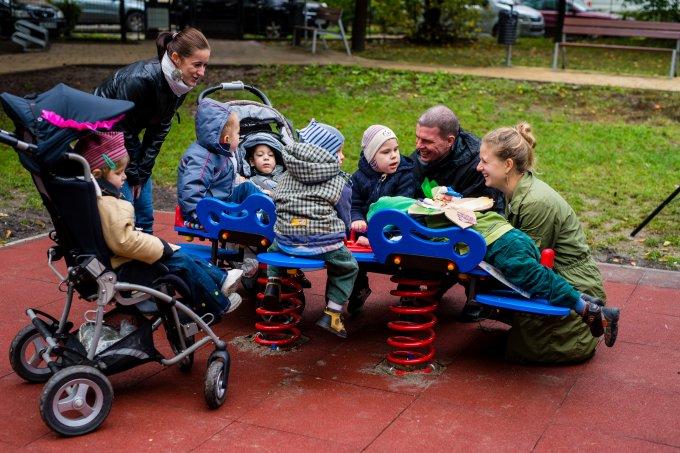 Egyedülálló játszótéri eszköz készült mozgássérült gyerekeknek