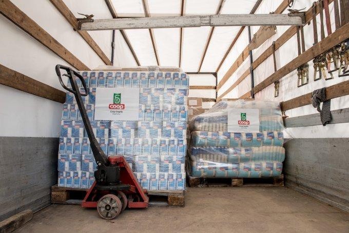 Tizenkét tonna élelmiszer támogatás