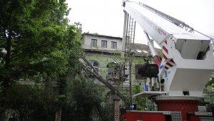 Újbudán fákat döntött ki és házakat rongált meg a vihar (Foto:MTI)