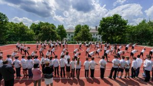 Új sportpályát kapott a Köbölkút utcai iskola